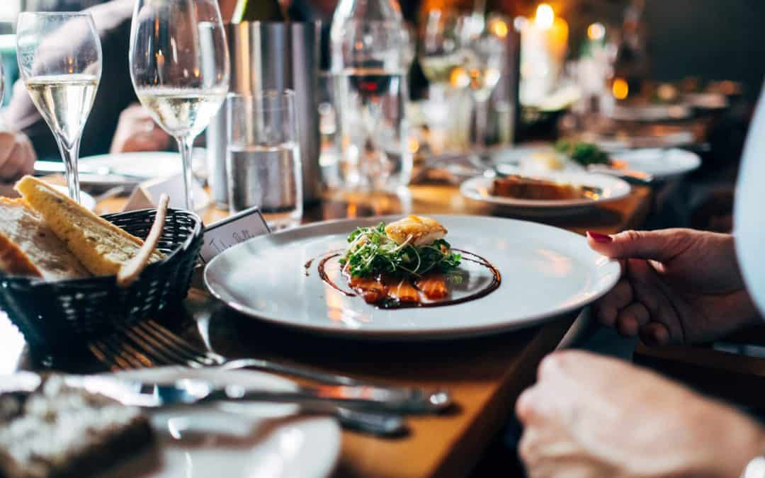 How much does it cost to hire a private chef at home?