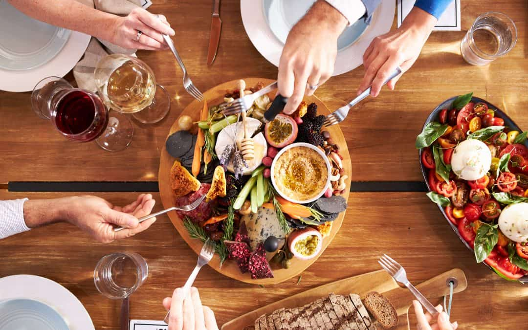 Dos and Don'ts: How To Host a Fun Dinner Party